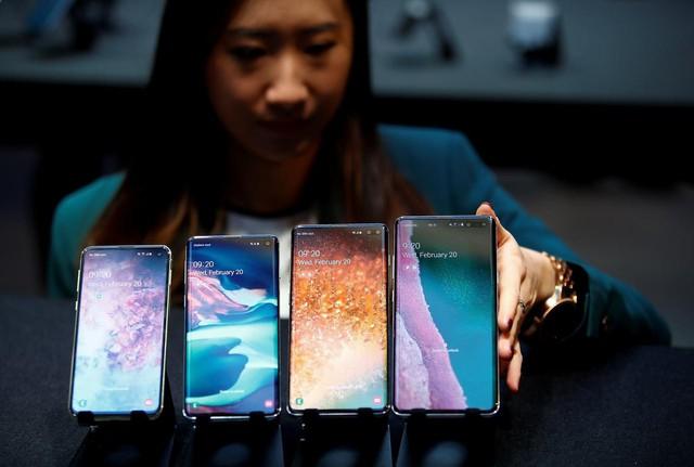 Lợi nhuận của Samsung giảm hơn một nửa trong quý II - Ảnh 1.