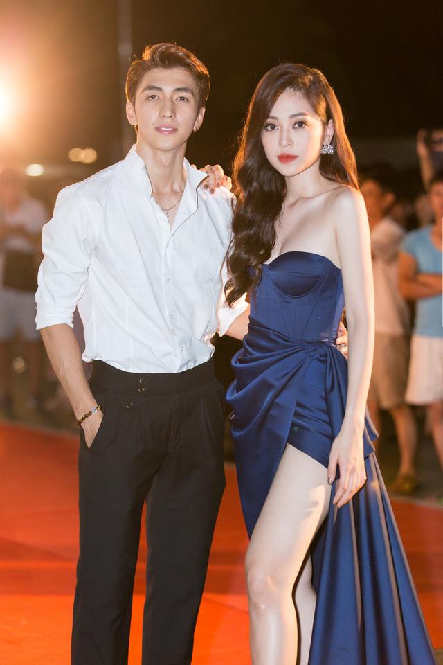 Á hậu Phương Nga tình tứ bên Bình An, Đỗ Mỹ Linh một mình sải bước trên thảm đỏ Miss World Việt Nam 2019 - Ảnh 11.