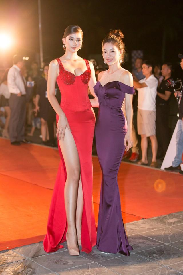 Á hậu Phương Nga tình tứ bên Bình An, Đỗ Mỹ Linh một mình sải bước trên thảm đỏ Miss World Việt Nam 2019 - Ảnh 6.