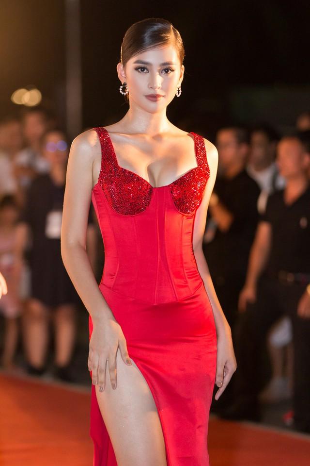 Á hậu Phương Nga tình tứ bên Bình An, Đỗ Mỹ Linh một mình sải bước trên thảm đỏ Miss World Việt Nam 2019 - Ảnh 4.