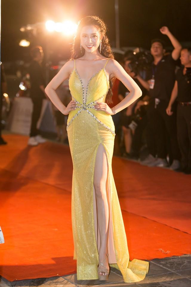 Á hậu Phương Nga tình tứ bên Bình An, Đỗ Mỹ Linh một mình sải bước trên thảm đỏ Miss World Việt Nam 2019 - Ảnh 17.