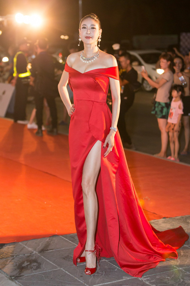 Á hậu Phương Nga tình tứ bên Bình An, Đỗ Mỹ Linh một mình sải bước trên thảm đỏ Miss World Việt Nam 2019 - Ảnh 15.