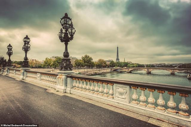Lý giải vì sao Paris được mệnh danh là thành phố lãng mạn nhất thế giới - Ảnh 1.