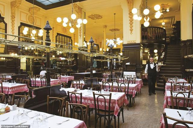 Lý giải vì sao Paris được mệnh danh là thành phố lãng mạn nhất thế giới - Ảnh 12.