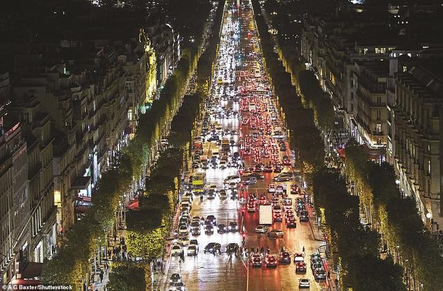 Lý giải vì sao Paris được mệnh danh là thành phố lãng mạn nhất thế giới - Ảnh 2.