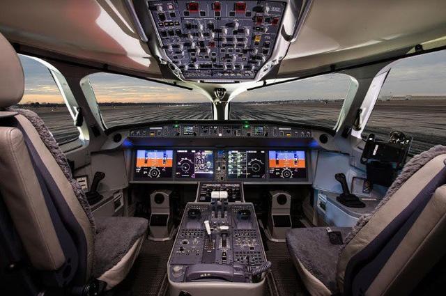 Máy bay Airbus A220-300 đến Việt Nam - Ảnh 1.