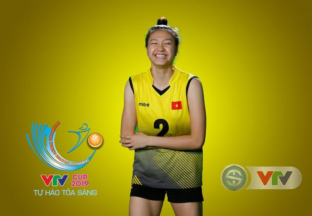 VTV Cup Tôn Hoa Sen 2019: Các cô gái ĐT Việt Nam và CLB NEC Nhật Bản ngộ nghĩnh trong buổi chụp hình - Ảnh 1.