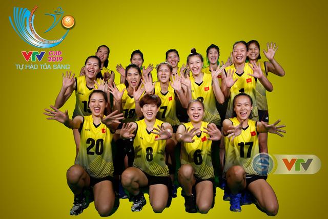 VTV Cup Tôn Hoa Sen 2019: Các cô gái ĐT Việt Nam và CLB NEC Nhật Bản ngộ nghĩnh trong buổi chụp hình - Ảnh 4.