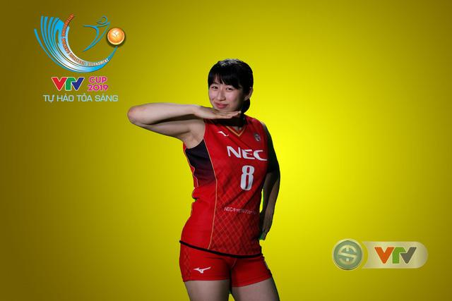 VTV Cup Tôn Hoa Sen 2019: Các cô gái ĐT Việt Nam và CLB NEC Nhật Bản ngộ nghĩnh trong buổi chụp hình - Ảnh 6.
