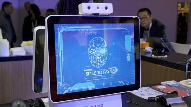 Trung Quốc dần thay thế thanh toán bằng mã QR thành quét khuôn mặt - Ảnh 2.
