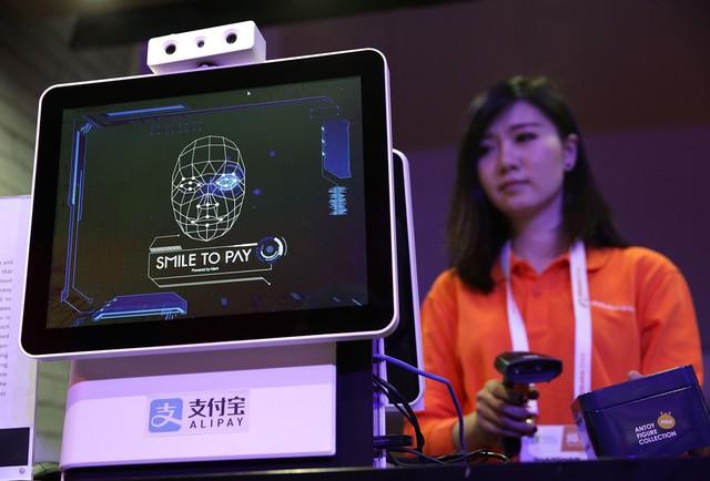 Trung Quốc dần thay thế thanh toán bằng mã QR thành quét khuôn mặt - Ảnh 3.