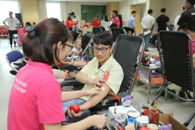 Hơn 3.300 đơn vị máu được hiến tặng tại chương trình Chung dòng máu VIệt 2019 - Ảnh 4.