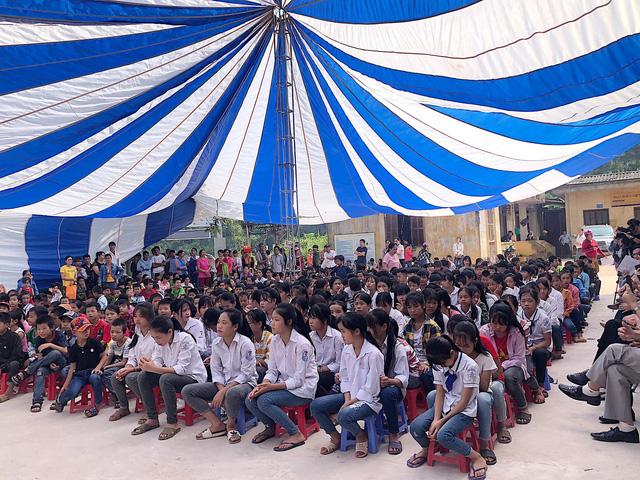 Quỹ Tấm lòng Việt trao tặng 500 suất quà đến học sinh dân tộc thiểu số tỉnh Lạng Sơn - Ảnh 5.