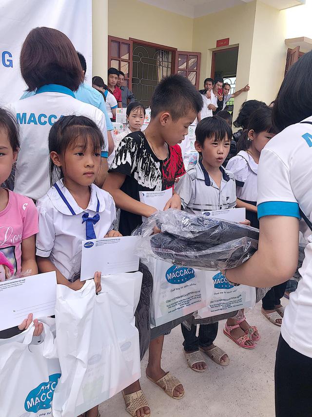 Quỹ Tấm lòng Việt trao tặng 500 suất quà đến học sinh dân tộc thiểu số tỉnh Lạng Sơn - Ảnh 2.
