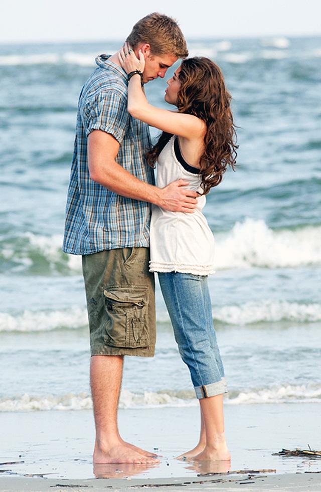 Nhìn lại cuộc tình 10 năm đầy tiếc nuối của Miley Cyrus và Liam Hemsworth - Ảnh 1.