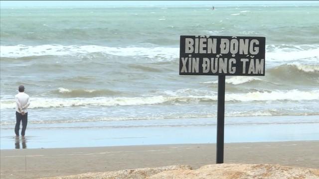 Bình Thuận cảnh báo du khách không tắm biển trong thời điểm này - Ảnh 1.