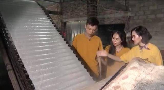 Chuyến đi màu xanh: Cùng giọng hát triệu view Hương Ly làm bánh đa cua Hải Phòng. - Ảnh 2.