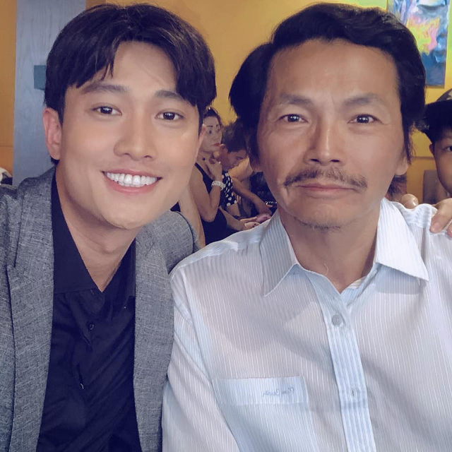VTV Awards 2019: Con rể Quốc Trường vẫn ngậm ngùi đứng sau bố Sơn - NSƯT Trung Anh - Ảnh 1.