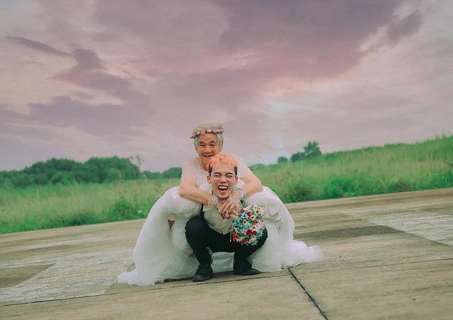Xúc động với chàng trai 10X hóa chú rể giúp bà nội 88 tuổi làm cô dâu - Ảnh 11.