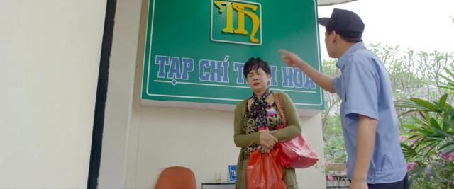 Những nhân viên gương mẫu - Tập 2: Giữa giờ làm việc, Liên (Thu Trang) bị mẹ chồng bắt gặp đi với nhân tình - Ảnh 3.