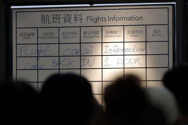 Hong Kong (Trung Quốc) hủy mọi chuyến bay vì biểu tình - Ảnh 5.