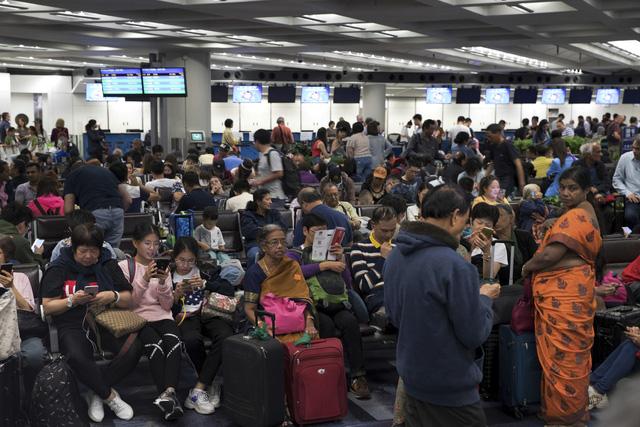 Hong Kong (Trung Quốc) hủy mọi chuyến bay vì biểu tình - Ảnh 6.