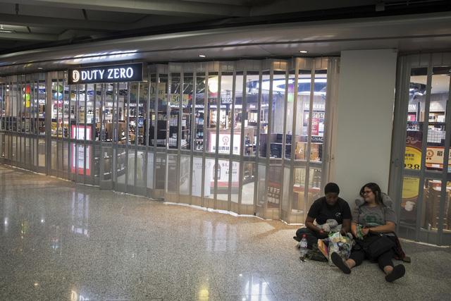 Hong Kong (Trung Quốc) hủy mọi chuyến bay vì biểu tình - Ảnh 7.