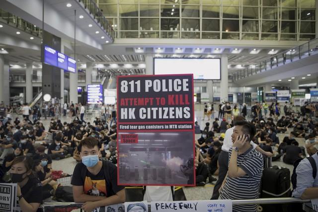 Hong Kong (Trung Quốc) hủy mọi chuyến bay vì biểu tình - Ảnh 9.