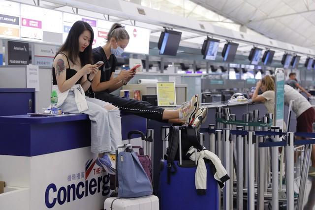Hong Kong (Trung Quốc) hủy mọi chuyến bay vì biểu tình - Ảnh 12.