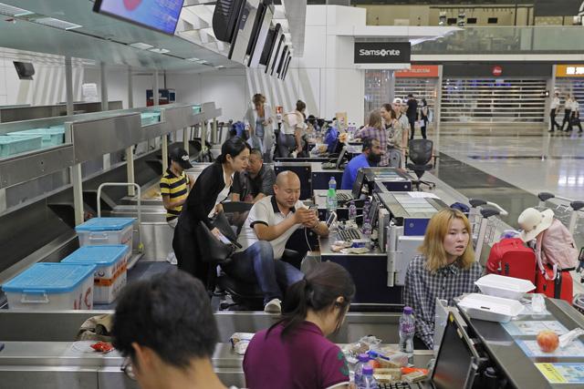 Hong Kong (Trung Quốc) hủy mọi chuyến bay vì biểu tình - Ảnh 14.