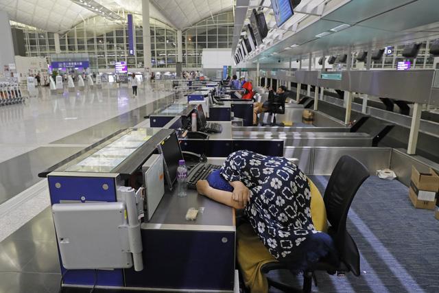 Hong Kong (Trung Quốc) hủy mọi chuyến bay vì biểu tình - Ảnh 15.