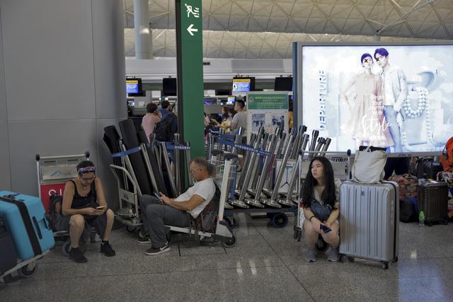 Sân bay quốc tế Hong Kong (Trung Quốc) lại đóng cửa - Ảnh 5.