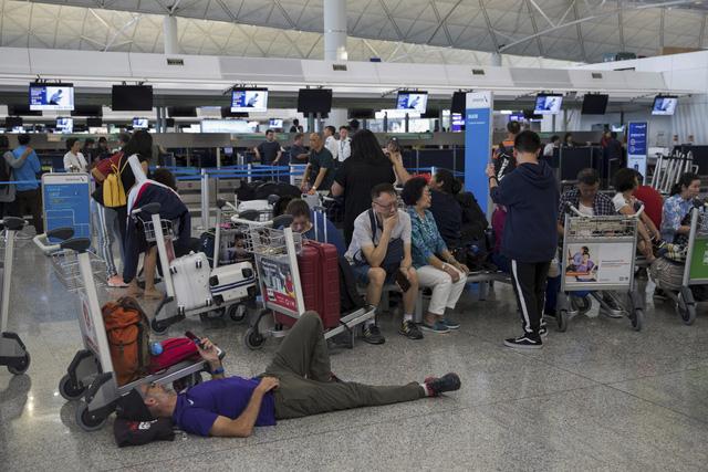 Sân bay quốc tế Hong Kong (Trung Quốc) lại đóng cửa - Ảnh 6.