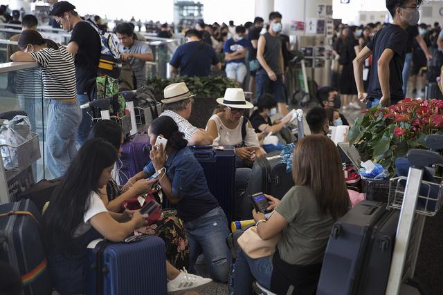 Sân bay quốc tế Hong Kong (Trung Quốc) lại đóng cửa - Ảnh 7.