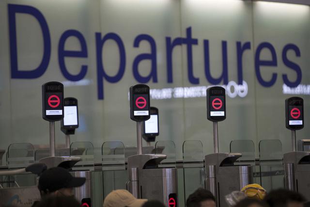 Sân bay quốc tế Hong Kong (Trung Quốc) lại đóng cửa - Ảnh 3.