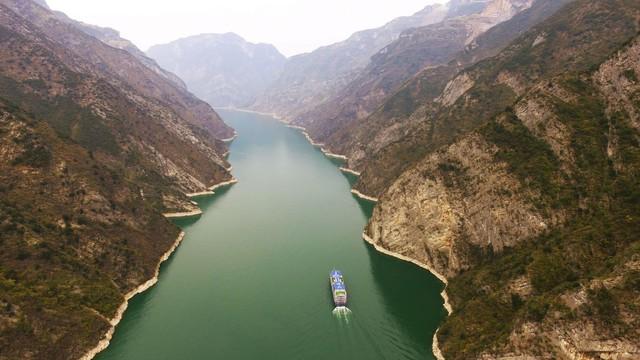 Nhà thám hiểm đầu tiên chinh phục con sông dài nhất Châu Á - Ảnh 1.