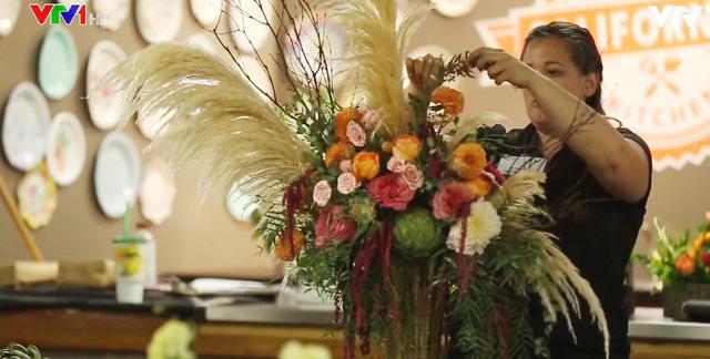 Rực rỡ cuộc thi cắm hoa tại California, Mỹ - Ảnh 1.
