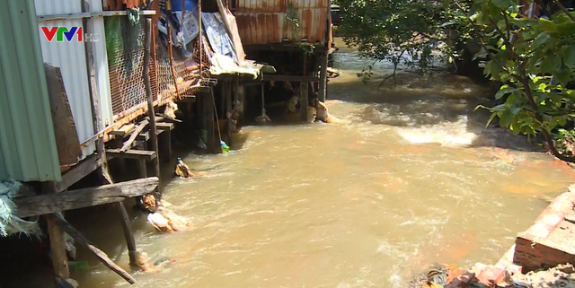 Tràn lan các công trình lấn chiếm sông, suối tự nhiên - Ảnh 1.