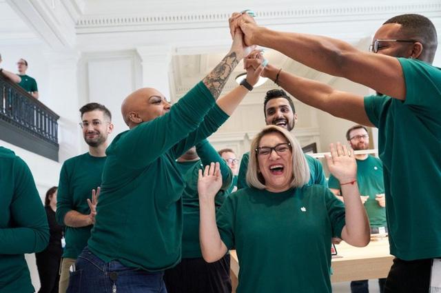 Apple đang tạo ra 2,4 triệu việc làm ở Mỹ - Ảnh 1.
