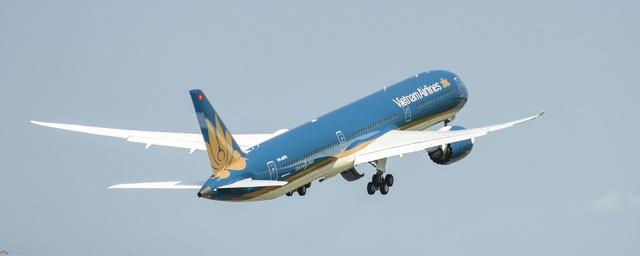 Máy bay Boeing 787-10 Dreamliner đầu tiên của Vietnam Airlines đã cất cánh về Việt Nam - Ảnh 1.