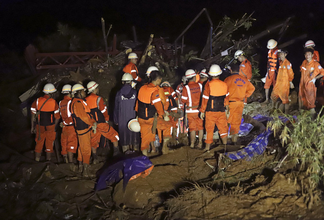 Số nạn nhân trong vụ lở đất tại Myanmar tăng lên gần 70 người - Ảnh 2.