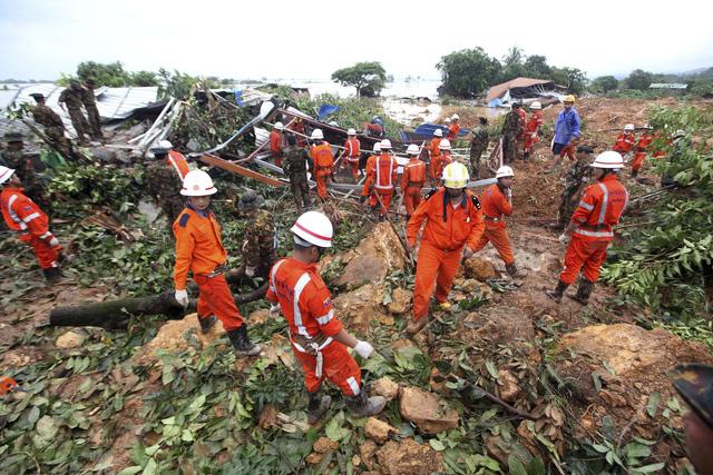 Số nạn nhân trong vụ lở đất tại Myanmar tăng lên gần 70 người - Ảnh 3.