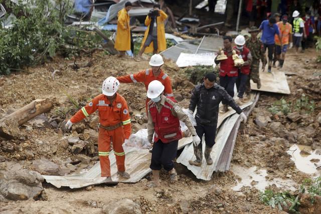 Số nạn nhân trong vụ lở đất tại Myanmar tăng lên gần 70 người - Ảnh 4.