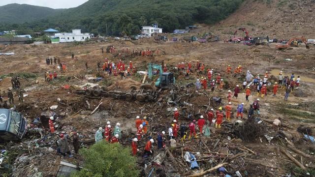 Số nạn nhân trong vụ lở đất tại Myanmar tăng lên gần 70 người - Ảnh 5.