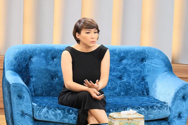 """Ca sĩ phòng trà Hương Giang: """"Tôi không thích phụ nữ coi thường chồng"""""""