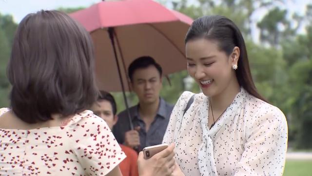 Về nhà đi con ngoại truyện - Tập cuối: Trang nhờ Huệ chụp ảnh gia đình với Quốc và Bảo, bố Sơn cao tay đáp lại bằng cách này - Ảnh 2.