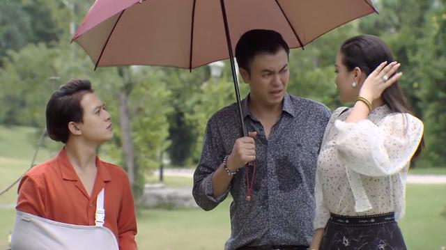 Về nhà đi con ngoại truyện - Tập cuối: Trang nhờ Huệ chụp ảnh gia đình với Quốc và Bảo, bố Sơn cao tay đáp lại bằng cách này - Ảnh 3.