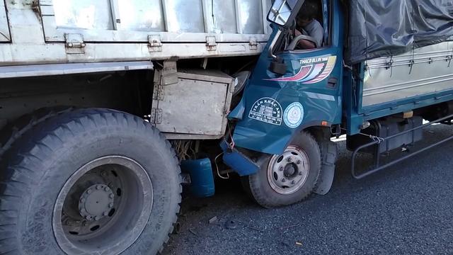 Tông vào đuôi xe tải đang dừng, một tài xế tử vong trên cabin - Ảnh 4.
