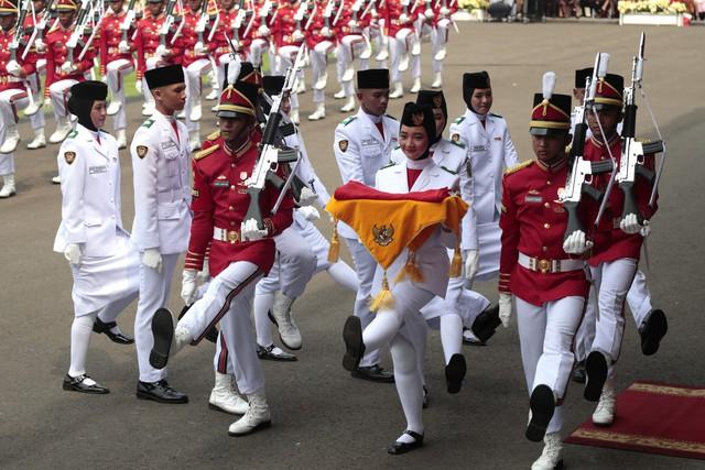 Hàng nghìn người tham gia màn đồng diễn kỷ niệm Quốc khánh Indonesia - Ảnh 1.
