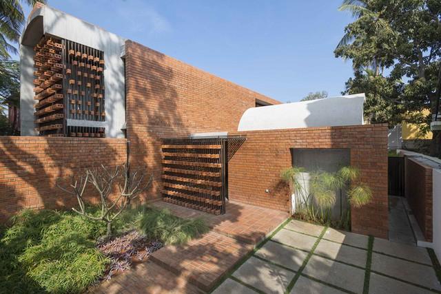 Bỏ quên nắng nóng sau lưng với ngôi nhà bằng gạch nung - Ảnh 4.